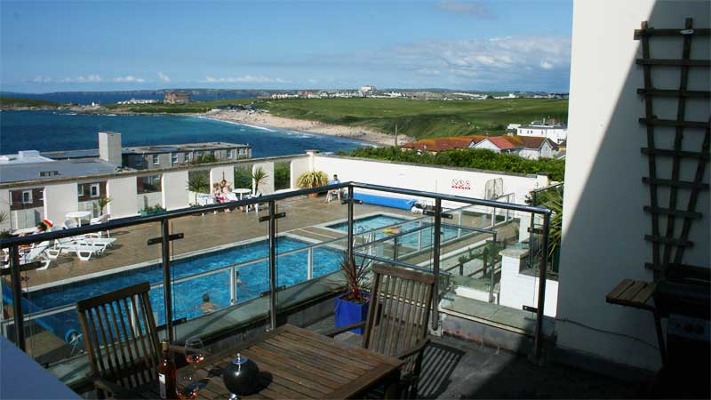 Fistral Beach Holiday Home balcony, heated swimming pool, sea views